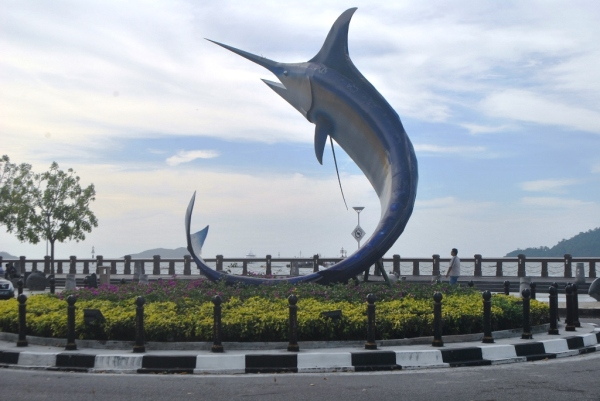 Blue marlin statue erected near the waterfront