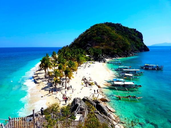 Gigantes Islands Travel Guide